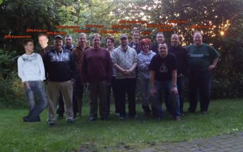 Clantreffen-2013-Unnau-Gruppenfoto-mit-Namen-SMALL.jpg